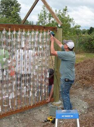 Как построить теплицу из пластиковых бутылок