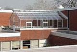 Теплица на крыше дома и гаража – разные варианты установки
